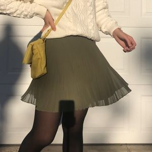 Hollister olive green pleated mini skirt size XS